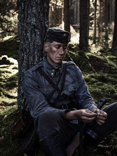 Tuntematon sotilas, Koskela (Jussi Vatanen). Artsy Photos, Great Movies, Perfect Man, Airsoft, Wwii, Jon Snow, Game Of Thrones Characters, Cinema, Tv