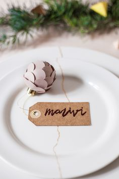 diy pinecone place settings!