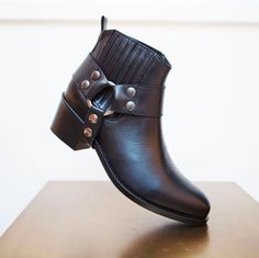 Lovely ankle boots by Fabienne Chapot! #ankleboot #black #fabiennechapot #kadoes #doesburg