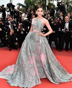 Comme chaque année depuis des décennies, le plus prestigieux festival cinématographique du monde déroule son tapis rouge aux plus grandes stars. Découvrez nos robes coups de coeur !