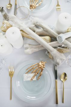 An All White Ghostly Halloween Tabletop: Bone Appetit! an all white ghostly halloween tabletop with bone and candle centerpiece runner Happy Halloween, Table Halloween, Soirée Halloween, Adornos Halloween, Halloween Dinner, Halloween Home Decor, Holidays Halloween, Halloween Treats, Halloween Decorations