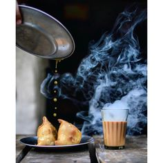 [New] The 10 Best Recipe Ideas Today (with Pictures) - TeaCoupGlobal series 6 2019 The perfect Chai snack - samosa of course! Perfectly captured by Who is up for a glass of masala chai and hot samosas with tamarind chutney? Coffee Shop Photography, Food Photography, Splash Photography, Indian Food Recipes, Vegetarian Recipes, Comida India, Tamarind Chutney, Chai Recipe, Good Morning Coffee