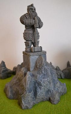 [Thumb - Dwarf Statue and stand.JPG]