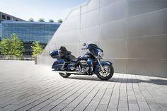 """Em ano de aniversário a """"Motor Company"""" apresenta uma gama de motos especiais, com produção limitada e série numerada, destinada aos mais indefectíveis fãs da marca."""