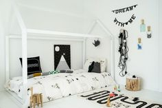 How to decorate your child's room to make it more playful? There are many ways of adding a sense of fun to a little one's room: painting the walls in new colours, making some DIYs or displaying cheerful artworks. One of the best is changing the bedding and accessories. Updating the look of your kid's […]