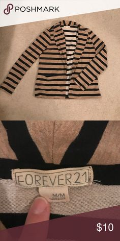 Forever 21 knit blazer This knit blazer is the perfect combination of casual and chic. Great condition. Only worn a few times. Forever 21 Jackets & Coats Blazers