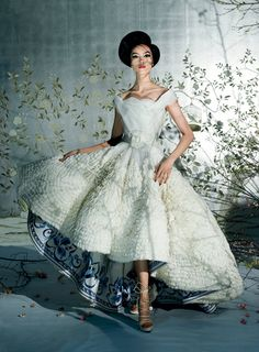 """Met's Costume Exhibition """"China: Through the Looking Glass"""""""