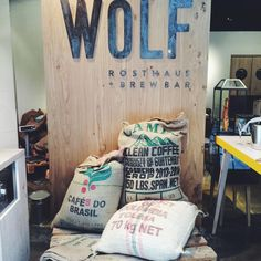 Kaffeesäcke in der Rauwolf Rösterei und Brewbar #viennaliciousempfiehlt