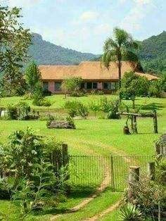 My retirehouse in Blumai Abandoned Farm Houses, Hacienda Homes, Village House Design, Country Lifestyle, Garden Cottage, Green Life, Countries Of The World, Backyard Landscaping, Beautiful Gardens