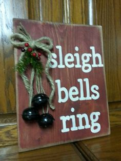 Christmas Pallet Signs | Christmas Sign Christmas Crafts To Sell Bazaars, Christmas Crafts To Make And Sell, Wooden Christmas Crafts, Primitive Christmas, Country Christmas, Holiday Crafts, Holiday Decor, Primitive Crafts, Christmas Pallet Signs