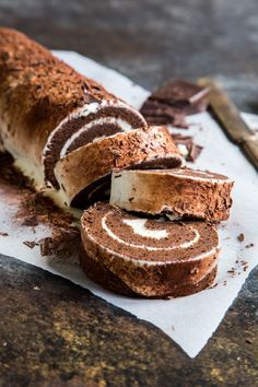Chocolate Tiramisu Swiss Roll - Country Cleaver This chocolate tiramisu Swiss Roll is the best of two classic desserts all rolled into one. Chocolate sponge is wrapped up around a silky tiramisu filling. Make this for a special occasion! Chocolate Tiramisu, Chocolate Recipes, Tiramisu Cake, Chocolate Cake Roll, Chocolate Swiss Roll Recipe, Tiramisu Vegan, Nutella Mousse, Chocolate Roulade, Chocolate Smoothies