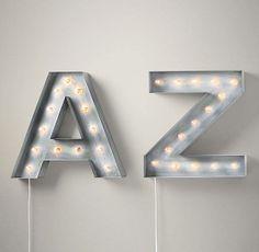Von A bis Z: Lichter in Form von großen und kleinen Buchstaben. Hier entdecken und kaufen: http://www.sturbock.me/