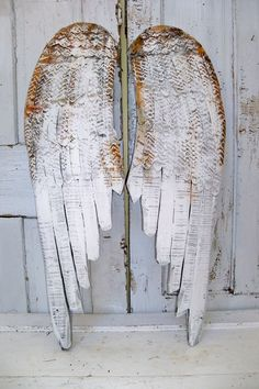 I need white, to relax. But I also need some poetry.        White rusty wooden wings large carved wall sculpture metal distressed shabby chic home decor Anita Spero