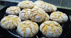 Portuguese Recipes 44887 These delicious Portuguese lemon cookies (broinhas de limão) are so easy to make and make a great snack. Lemon Recipes, Baking Recipes, Sweet Recipes, Healthy Recipes, Gourmet Desserts, Delicious Desserts, Dessert Recipes, Portuguese Desserts, Portuguese Recipes