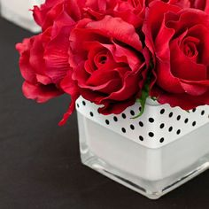 Simple and elegant Valentine's floral arrangement