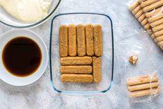 This authentic Italian Tiramisu recipe is super easy to make. Just 6 ingredients and 10 minutes of prep time. Authentic Italian Tiramisu Recipe, Italian Recipes, Ricotta, Mascarpone Creme, Tiramisu Cake, Kakao, Cakes And More, Cake Cookies, Super Easy