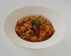 Als je even iets meer tijd hebt om een gerechtje voor te bereiden moet je deze curry eens proberen! De combinatie van kruiden maken deze curry precies zoals een goede curry hoort te zijn: lekker pi...