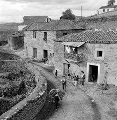 Photo Portugal, Old Photos, Vintage Photos, Douro, Vernacular Architecture, Algarve, Lisbon, Portuguese, White Photography