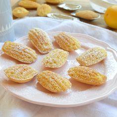 Madlenky jsou typickým francouzským sladkým pečivem. Původně se do receptu přidává levandulový med, ale i bez něj se zaručeně podaří. Jsou jemné a křehké.