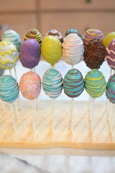 Make your Easter celebration even better with these cake balls decorated as Easter eggs! Moist cake and frosting are formed into Easter Egg Cake Pops. Easter Egg Cake Pops, Easter Bunny Cake, Easter Cookies, Easter Treats, Easter Eggs, Easter Cupcakes, Cakes To Make, Cake Pops How To Make, Easy Easter Desserts