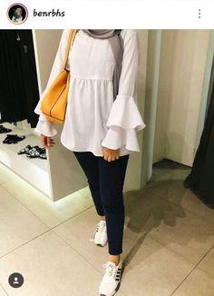 N. Somaya #hijab #hijab #jeans Hijab Style Dress, Modest Fashion Hijab, Modern Hijab Fashion, Casual Hijab Outfit, Hijab Chic, Muslim Fashion, Mode Outfits, Fashion Outfits, 90s Fashion