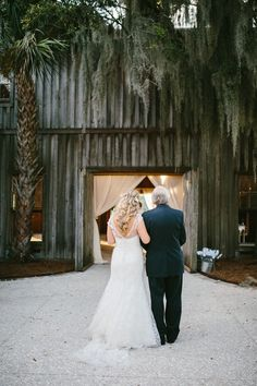 Photography: Clay Austin Photography - www.clayaustinphotography.com/  Read More: http://www.stylemepretty.com/2015/04/20/rustic-elegant-fall-wedding-at-boone-hall-plantation/
