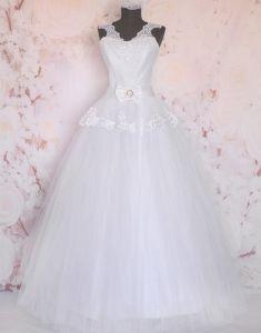 Rochie alba de mireasa Hannah Girls Dresses, Flower Girl Dresses, Bermuda, Wedding Dresses, Flowers, Clothes, Fashion, Bride Dressing Gown, Engagement