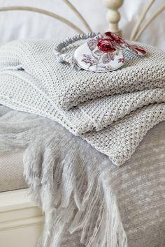 pin von katrin barzick auf borten und b nder pinterest grau borte und band. Black Bedroom Furniture Sets. Home Design Ideas