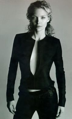 Michelle Pfeiffer is a beauty Michelle Pfeiffer, Kim Basinger, Denise Richards, Beautiful Celebrities, Beautiful People, Beautiful Women, Look Street Style, Susan Sarandon, Actrices Hollywood