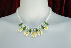 Vintage Daisy NecklaceSummer White & Yellow with by LunaJunction - StyleSays