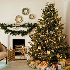 Our Favorite Christmas Tree Decorating Ideas: Winter Wonderland