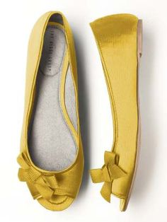 want these!  i had a pair of yellow flats that I wore to death. i think i need to bring that back