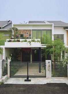 Công ty xây dựng Thanh Niên giới thiệuMẫu nhà phố 2 tầng 7x23m nhiều mảng xanh đọc đáo. Ngôi nhà nhỏ nhắn xinh xắn với không gian ăn uống c...