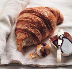Croissant cu unt - www.Foodstory.ro