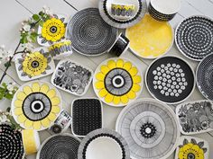 Pottery Painting, Ceramic Painting, Marimekko, Porcelain Ceramics, Painted Rocks, Decorative Plates, Table Decorations, Retro, Tableware