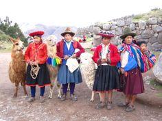 Indio women at Saqsayhuaman