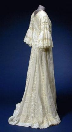 72794a2dca White Mull Ruffled Sleeve Peignoir for Sale at Auction on Thu