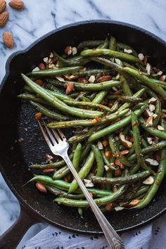 spicy Seared Sriracha Green Beans with toasty, crunchy almonds and lots of garlic are the simplest and tastiest way to eat green beans! Vegetarian Side Dishes, Vegetarian Recipes Easy, Healthy Side Dishes, Good Healthy Recipes, Side Dishes Easy, Side Dish Recipes, Clean Eating Recipes, Whole Food Recipes, Dinner Recipes