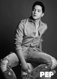 Alden Richards fully commits to his craft as actor and celebrity. He digs deep into the breadth of his work, building himself up as one of today's top leading men. Alden Richards, College Boys, Tv Awards, Attractive Guys, Straight Guys, Korean Men, Sexy Men, Hot Guys, Handsome