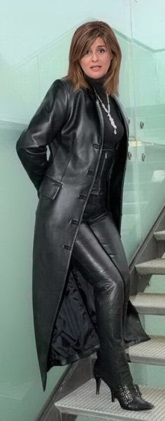 My Kinky Fetishes and Loves on a pretty woman Suede Jacket, Leather Leggings, Leather Jacket, Long Leather Coat, Black Leather, Latex, Sexy Boots, Leather Design, Leather Fashion