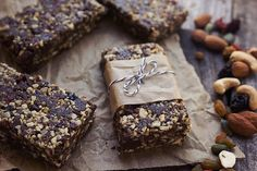 These Chocolate Trail Mix Energy Bars are gluten-free, vegan & paleo-friendly. They are loaded with antioxidant rich superfoods by way of ALOHA. Homemade Nut Butter Recipes, Healthy Bars, Healthy Treats, Healthy Eating, Healthy Desserts, Healthy Food, Recipes Using Cake Mix, Homemade Trail Mix, Energy Bars