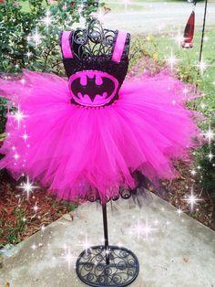 Pink batman inspired tutu dress and matching hair bow great halloween costume Old Halloween Costumes, Tutu Costumes, Costume Dress, Superhero Dress Up, Batman Wedding, Princess Tutu Dresses, How To Make Tutu, Diy Tutu, Batman Party