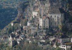 10 bijzondere dorpen gebouwd tegen of op een rots
