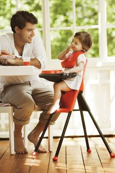 Meal time with stylish BabyBjorn limited edition high chair!  #babybjornus and #pinandwin.
