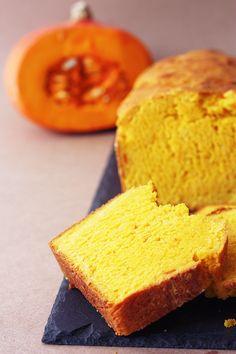 Brot mit Kürbisgeschmack. Nein, Stuten mit Kürbisgeschmack. Wisst ihr, was Stuten ist? Stuten nennt man Brot aus süßem Hefeteig. Aha, also wieder ein Brot. Neulich war mir danach, den so ebe...