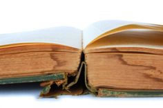 This is a guide about removing the musty smell from books. Books that have been stored or shelved for a long time can sometimes start to smell musty, especially if they have been in a slightly damp environment. Homemade Cleaning Products, Household Cleaning Tips, Cleaning Recipes, Cleaning Hacks, Household Chores, Cleaning Solutions, Get Rid Of Mold, Remove Mold, Book Repair