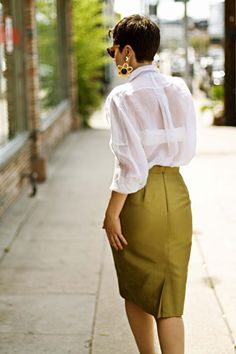 Love everything, the hair, the blouse, the skirt! Looks just like my sister Kaylene....