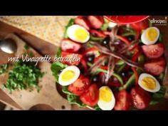 Nizzasalat (Salade nicoise) ist ein klassischer französischer Salat mit Thunfisch, Sardellen, hartgekochten Eiern, Anchovis und Oliven. Das Rezept gibts auf Allrecipes Deutschland: http://de.allrecipes.com/rezept/14633/nizzasalat.aspx