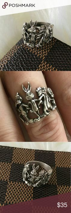 Gorgeous vintage silver Warner Brothers ring Size 6,5 Warner Brothers silver 925 ring. Warner Brothers  Jewelry Rings