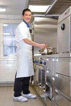 Ob im Service oder in der Küche: Gute Schuhe sind das A und O für Berufe in der Gastronomie. Das lange Stehen im falschen Schuh führt schnell einmal zu müden Beinen und schmerzenden Füßen. Der kyBoot sorgt für Abhilfe und bringt Wohlbefinden an den Arbeitsplatz. Den passende kyBoot gibt es für Frauen und Männer von 34 1/3 - 49 ab ($340)